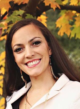 Paola Headshot 2